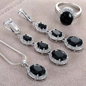 Jewelry - 🆕 Complete 3 piece set! Ring size 7